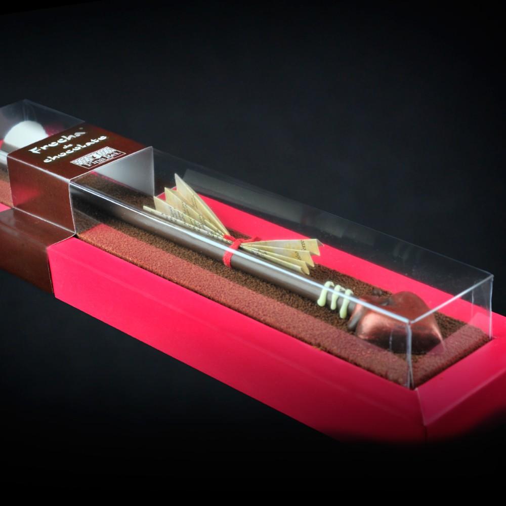 Flecha de chocolate de Fina Rei con poema de amor de Estíbaliz Espinosa